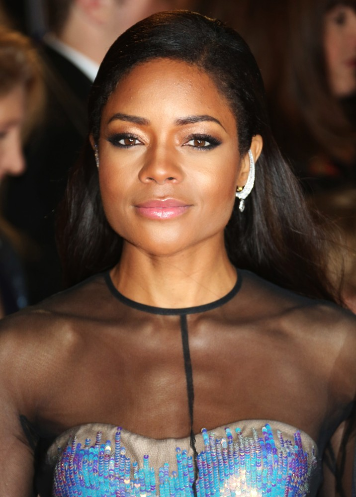 A Very Tara Head of Household - Page 4 Naomie-harris-uk-premiere-skyfall-05